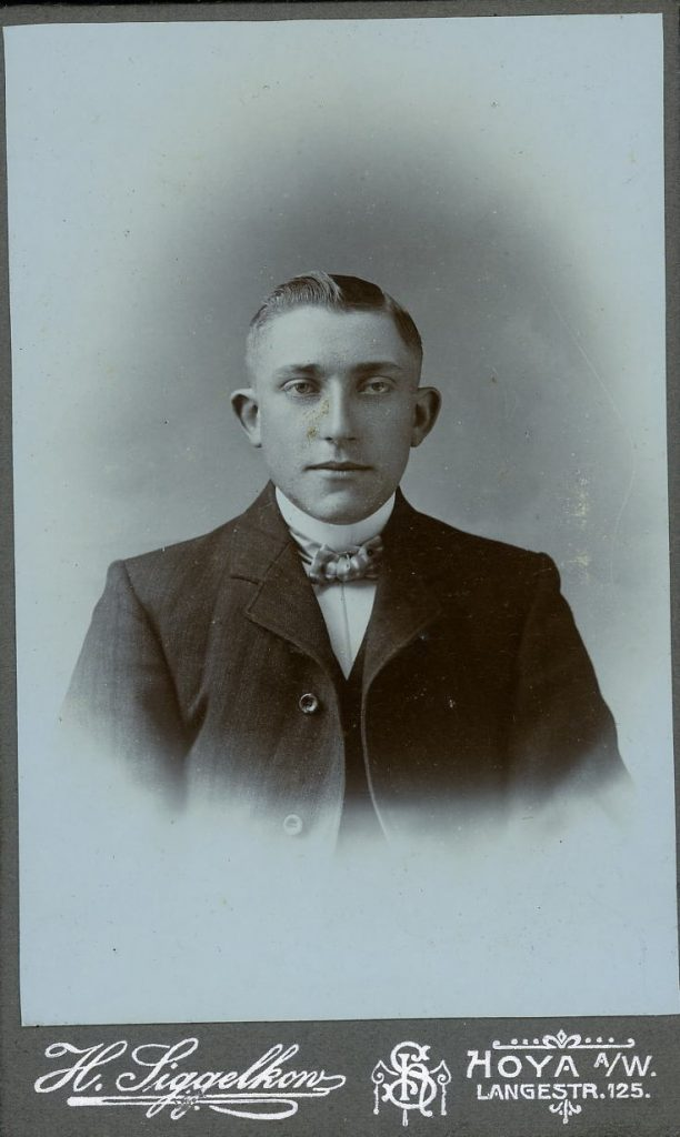 H. Siggelhow - Hoya